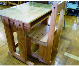 平成21年度 木製の机・椅子